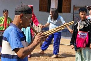 Ban Pang Sa musician playing the Falous