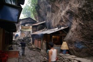 The tiny village of Syanje perched between a massive rock and the Marsyangdi River